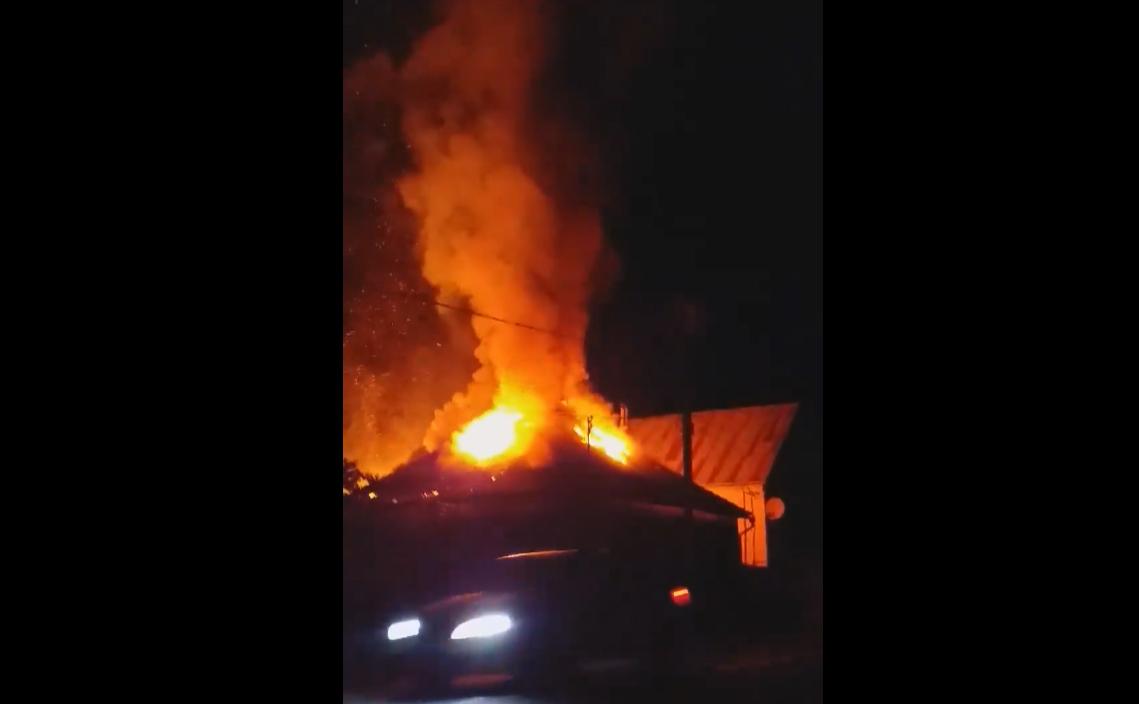 Вночі на Свалявщині вирувала велика пожежа