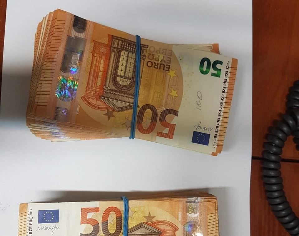 Чоловік хотів обманути митників, натомість втратив валюту на понад 650 тисяч гривень