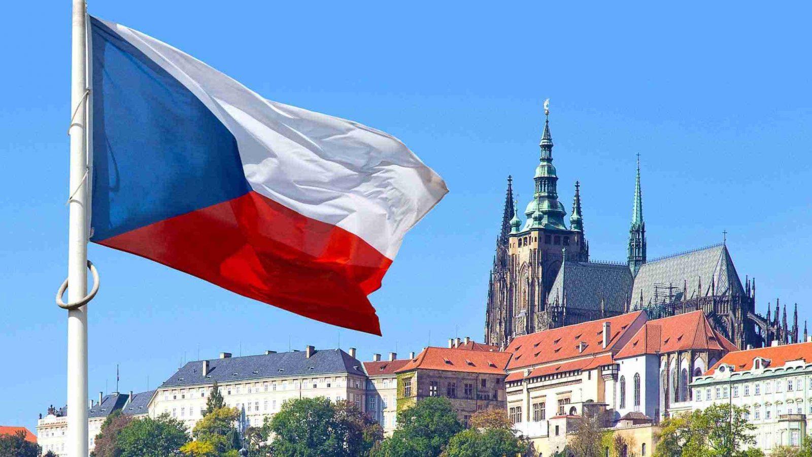 Чехія потрапила в червону зону: при в'їзді необхідна або самоізоляція, або негативний тест на коронавірус