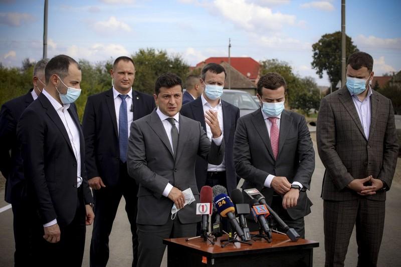Зеленський розповів закарпатцям, що робитиме, аби зменшити черги на КПП