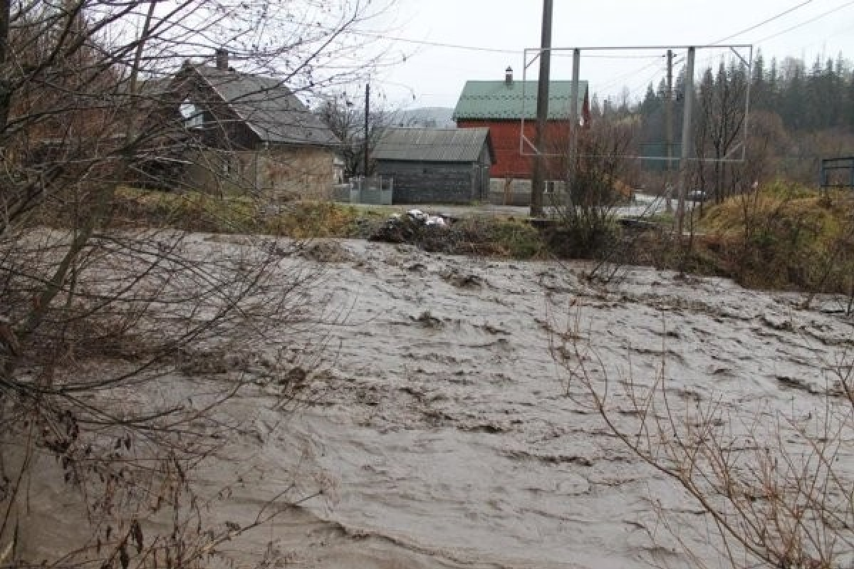 На карпатських річках очікують бурхливі паводки