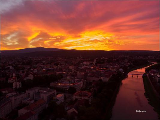Неймовірний схід сонця в Ужгороді: у мережі опублікували фото
