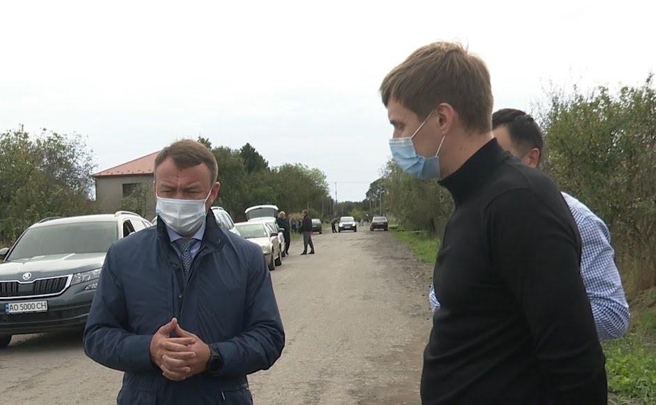 Голова Закарпатської ОДА проінспектував якість виконання дорожніх робіт на Мукачівщині