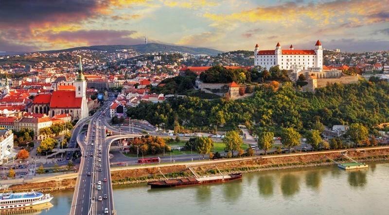Сусідня Словаччина із 1 жовтня запроваджує надзвичайний стан