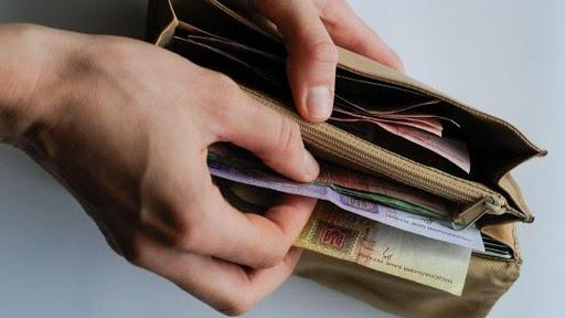 Сьогодні в Україні перестають приймати частину грошей