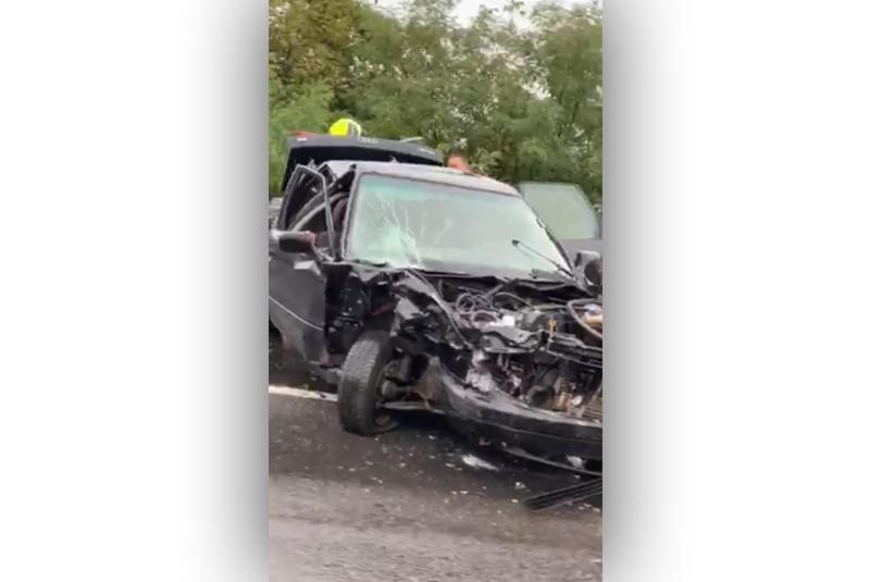 Один автомобіль сильно понівечений: з'явилось відео ДТП при в'їзді в Мукачево