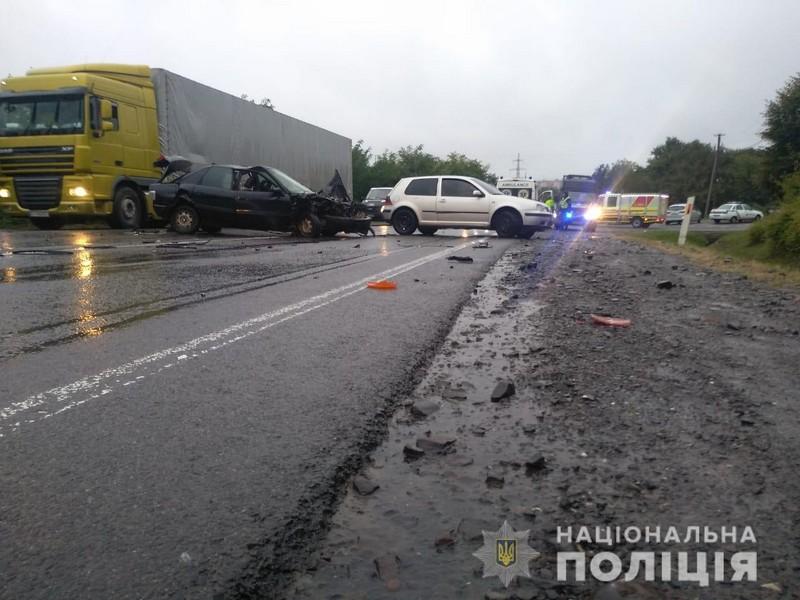 Потрійна аварія при в'їзді в Мукачево: один з водіїв опинився у реанімації