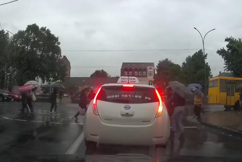 Водій знехтував ПДР: опубліковано відео порушення