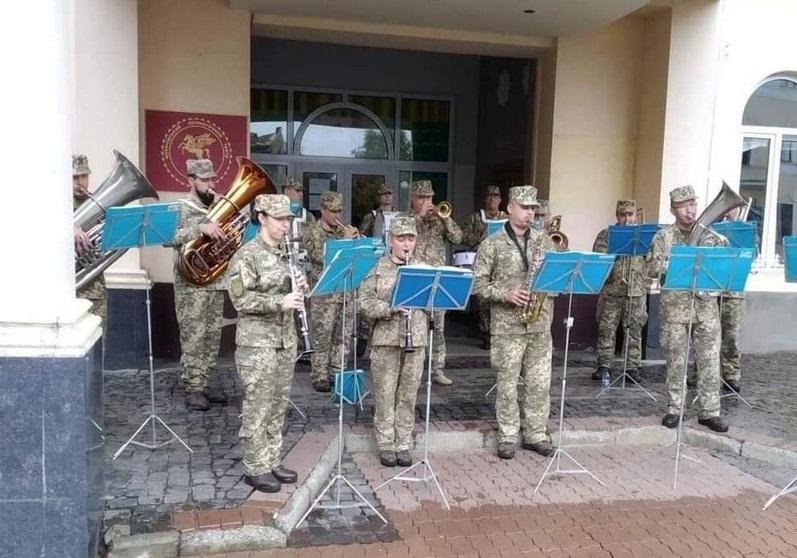 Мукачівський військовий оркестр виступив у центрі міста