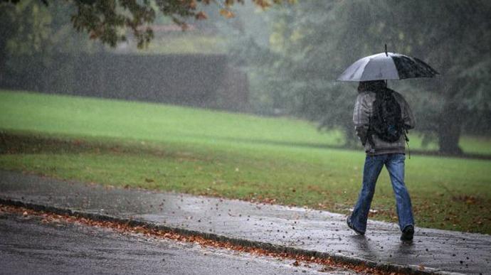 Грози та шквальний вітер: на Закарпатті оголошено штормове попередження