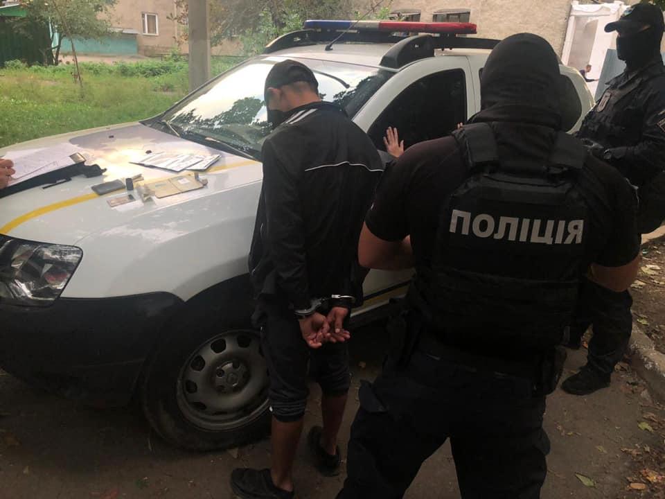 Поліцейські в Ужгороді затримали 21-річного хлопця: відомо, що він скоїв