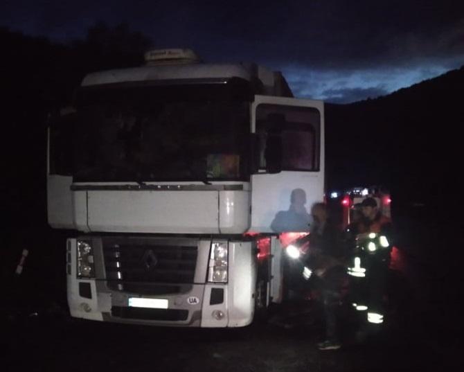 На межі Воловецького і Свалявського районів горіла вантажівка