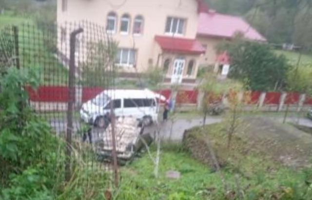На Іршавщині в результаті ДТП автомобіль перекинувся на дах