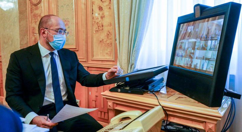 Прем'єр скликав екстрену нараду через ситуацію із коронавірусом в Україні