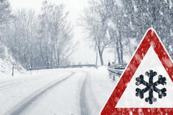 Очікують сильний дощ, сніг та ожеледь: на Закарпаття суне велика негода