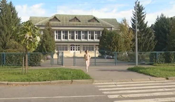 Дитина знаходиться у лікарні: в одній зі шкіл Мукачева розгорівся скандал