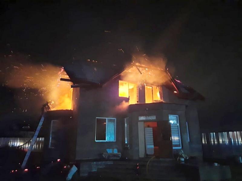 Вночі у селі Минай вирувала пожежа
