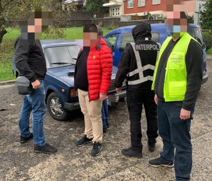 Поліція затримала іноземця, який перебував у міжнародному розшуку