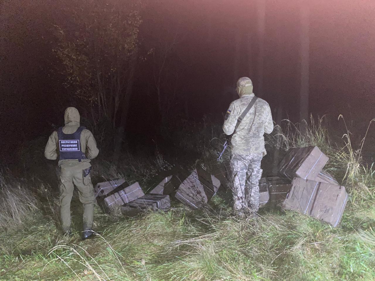 Контрабандисти намагались перемістити через кордон 6 тисяч пачок сигарет