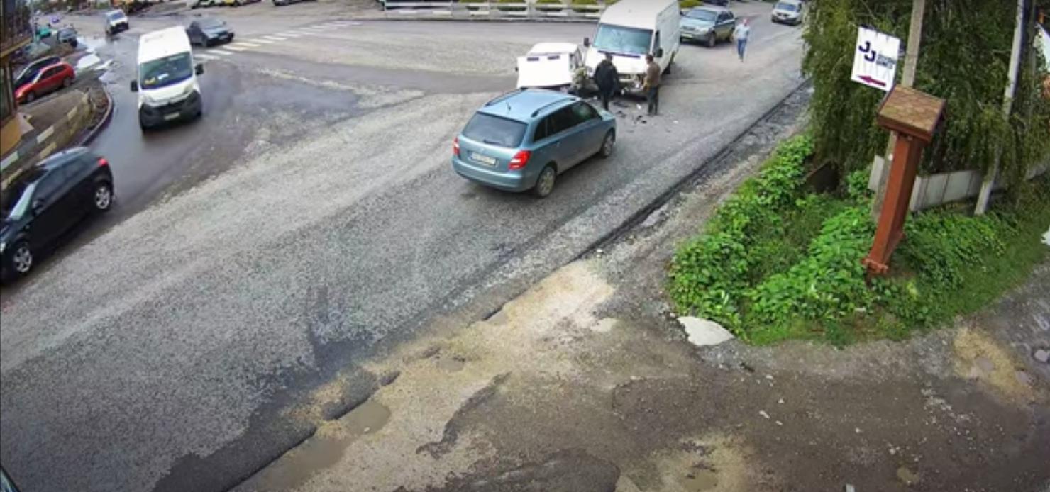 У Виноградові зіткнулися авто: момент аварії потрапив на відео