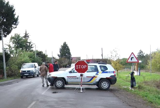 Через черги на кордоні з Угорщиною на КПП Лужанка у селі Астей встановили тимчасовий контрольно-пропускний пункт