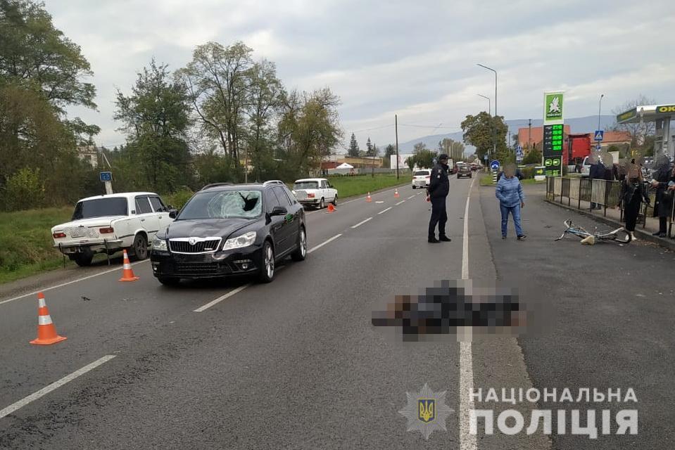 Трагічно загинув велосипедист, який раптово виїхав на смугу дорожнього руху