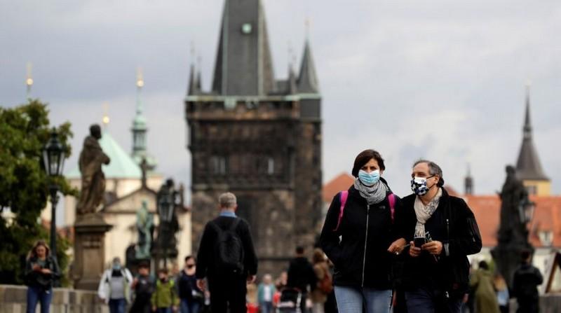 У Чехії новий рекорд заражень. За добу COVID-19 виявили у майже 15 тисяч людей