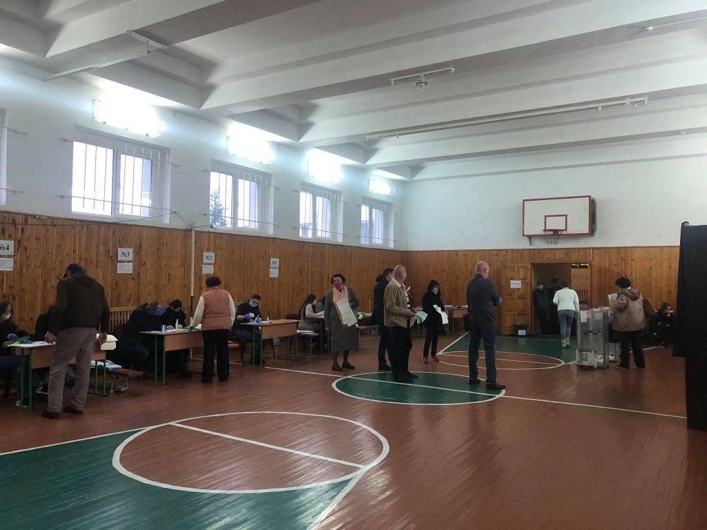 Виборчі дільниці в Ужгороді та Тячеві відкрились вчасно
