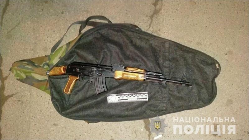 В Ужгороді розгулював чоловік з автоматом у рюкзаку