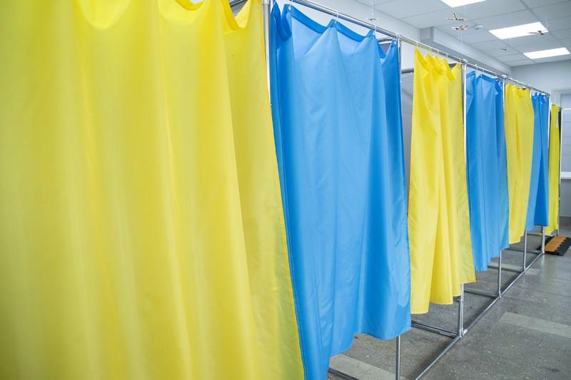 Скільки закарпатців вже проголосувало: дані про явку на виборах