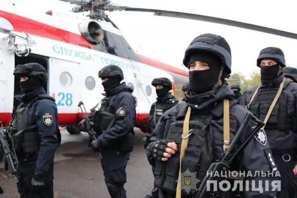 На Закарпатті спецназ на гелікоптері стежить за порядком на виборах
