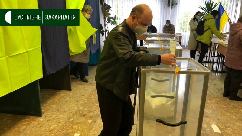Закарпатець розповів про перешкоди, які йому довелось подолати, щоб проголосувати
