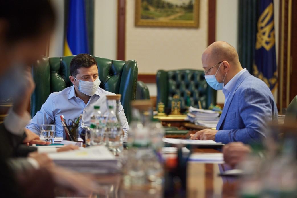 Прем'єр каже, що лікарні Закарпатської області забезпечені киснем на 50%