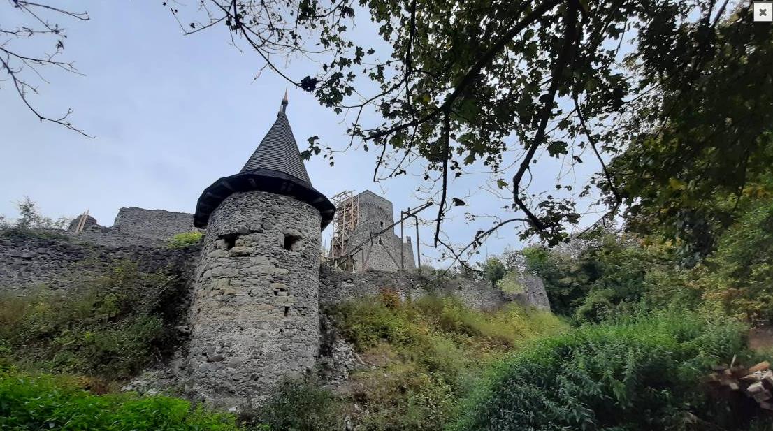 У Невицькому замку відкопали досі невідомий підвал
