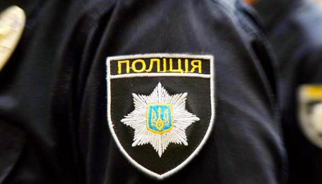 """""""На землю"""", – поліція показала, як затримувала чоловіків, які організували скупку голосів на Закарпатті на місцевих виборах 2020"""