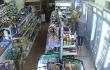 Кричав і накинувся на дівчину: камери відеоспостереження зафіксували нічний конфлікт у магазині