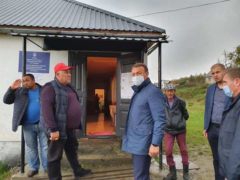 Очільник Закарпаття навідався у ромське поселення