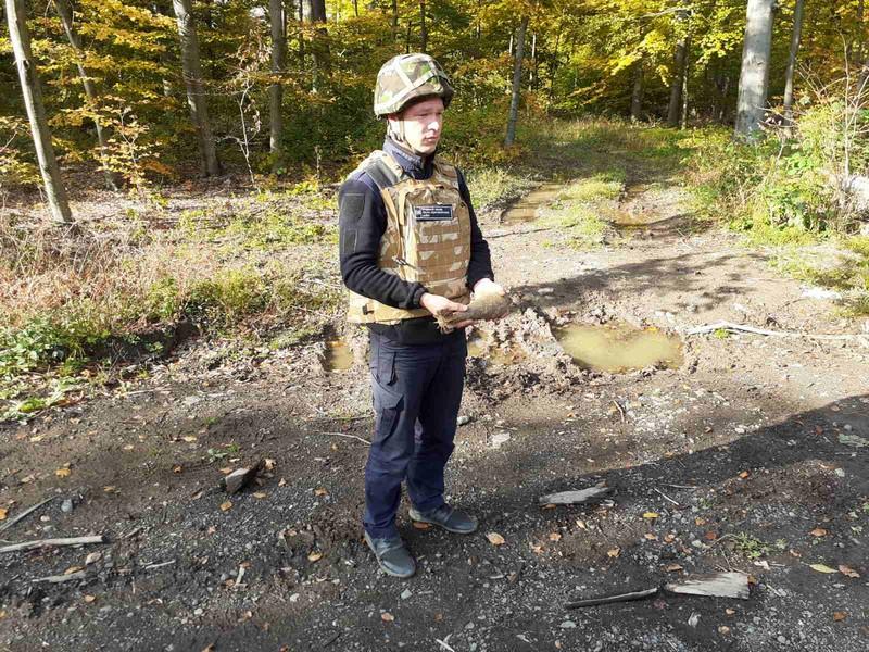В Ужгородському районі чоловік натрапив на боєприпас