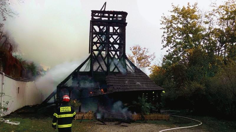 У Празі горіла дерев'яна церква, яку привезли із України