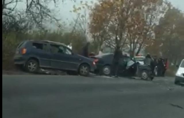 На виїзді з Хуста зіткнулись два автомобілі