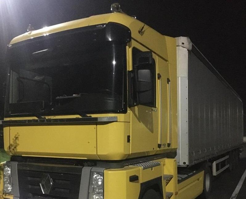 Через фальшиві документи перевізник втратив вантажівку