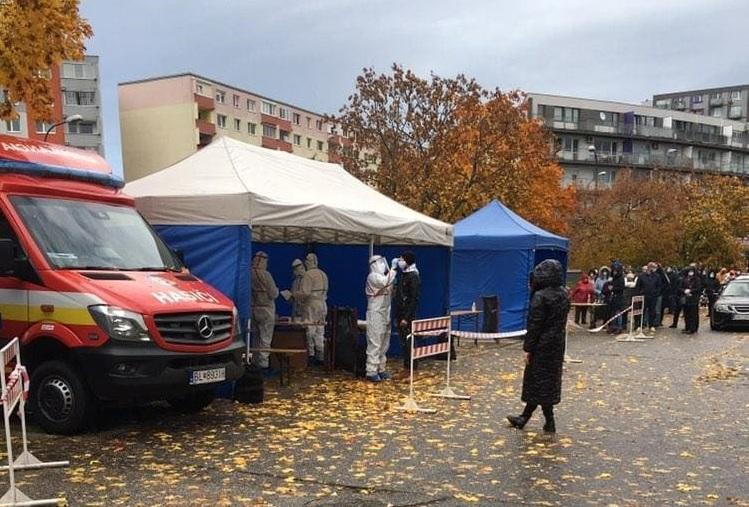 Українка, яка живе в Братиславі, розповіла, як у Словаччині проводять загальнонаціональне тестування на COVID-19