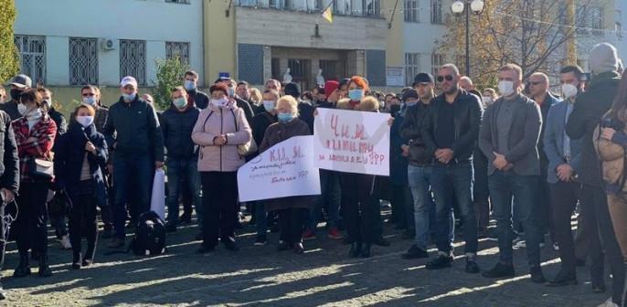 Протест в Ужгороді: містяни вимагали не запроваджувати жорсткий карантин