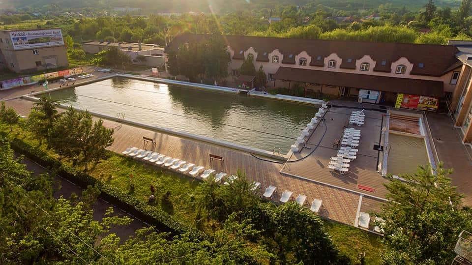 Один із найпопулярніших басейнів Закарпаття закриють на кілька днів