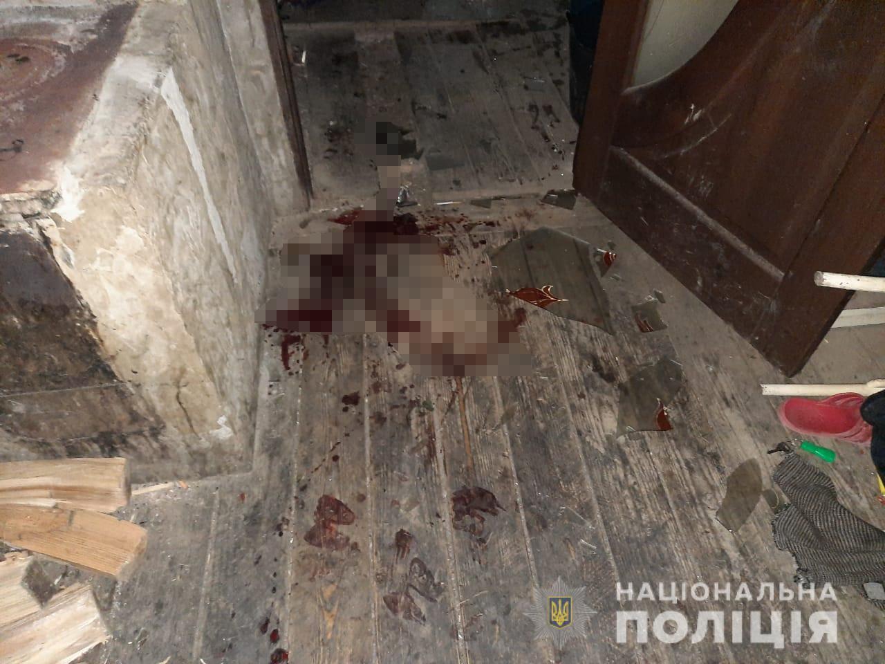 Моторошне вбивство на Закарпатті: чоловік зарубав сокирою свого родича