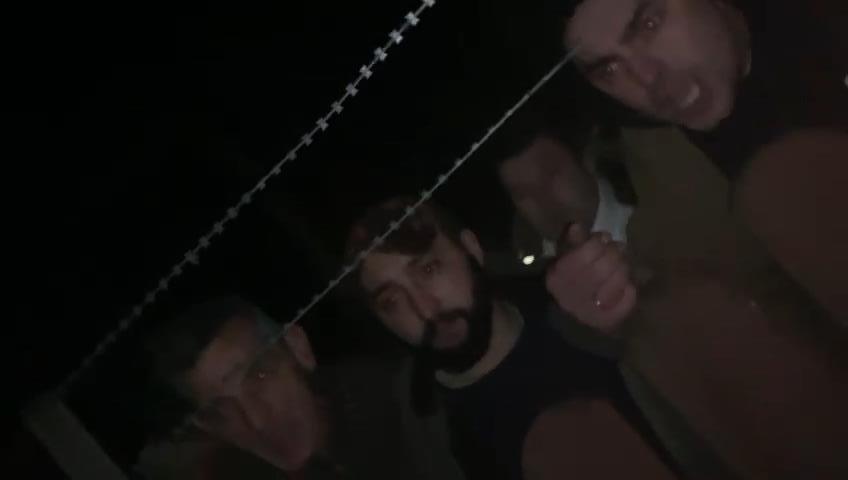 На Закарпатті кілька десятків місцевих з погрозами оточили прикордонний підрозділ: опубліковано відео