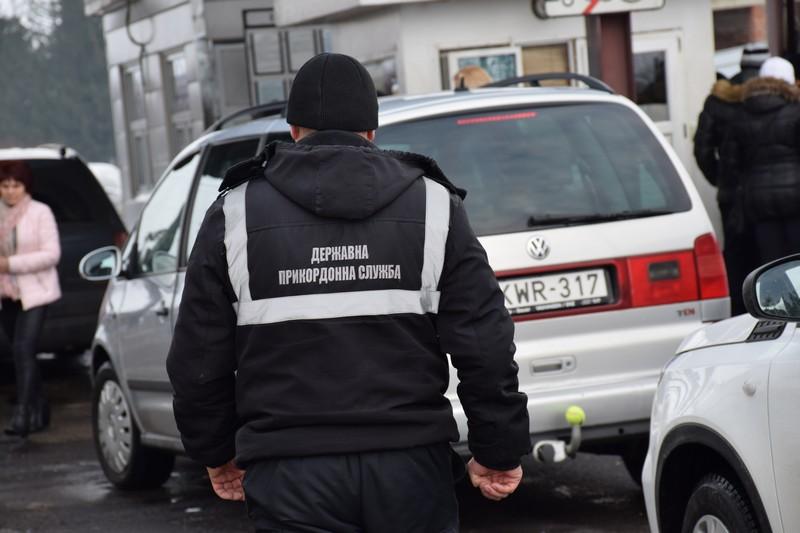 На кордоні з Угорщиною затримали чоловіка, який був у міжнародному розшуку