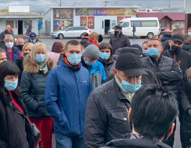 """Ринок """"Краснодонців"""" частково закритий на карантин: чим закінчився протест в Ужгороді"""