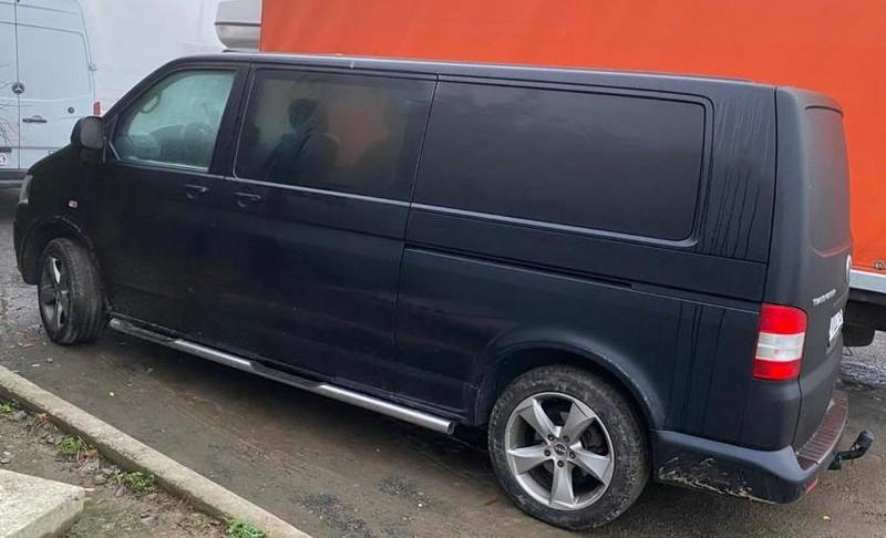 Закарпатець, який хотів зекономити на розмитненні мікроавтобуса Volkswagen Transporter, потрапив у халепу на КПП Лужанка