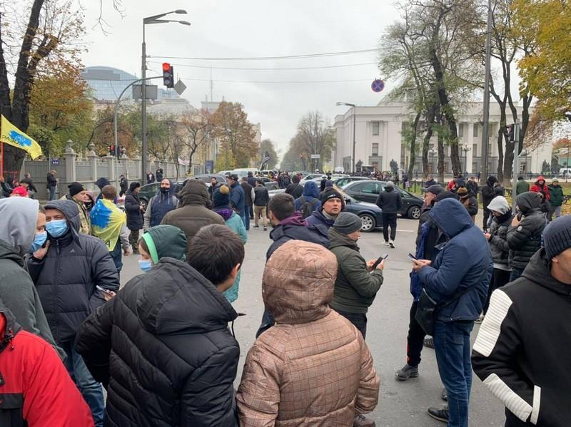 Євробляхери перекрили центр Києва. Почались сутички з поліцією